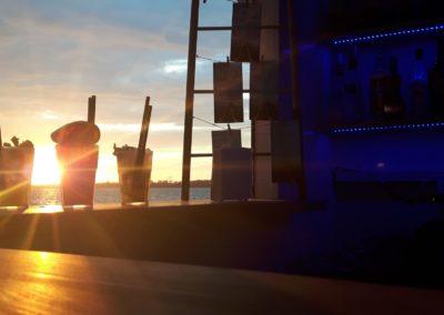 Drinki na tle słońca