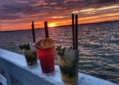 Molo bar drinki zachód słońca